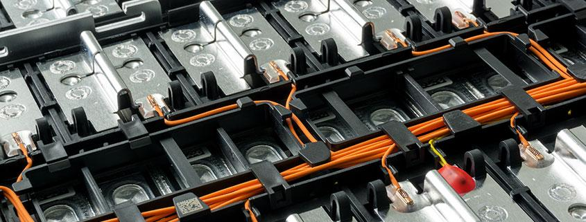 What-Are-the-Advantages-and-Uses-of-a-New-Deep-Cycle-Battery